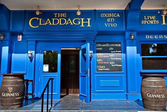 The Claddagh Irish Bar: Bar picture