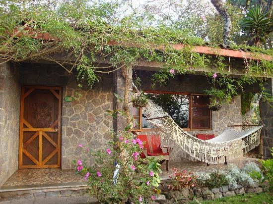 Santiago Atitlan, Guatemala: Rose Cottage - beside the restaurant
