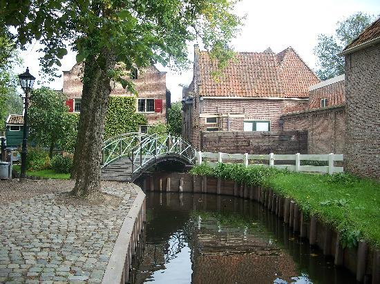 Enkhuizen, Nederland: Following the path at museum