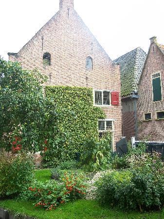 Zuiderzee Museum (Zuiderzeemuseum): Outdoor garden and house