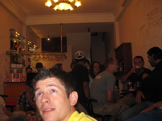 Central Backpackers Hostel: Bar and Party time