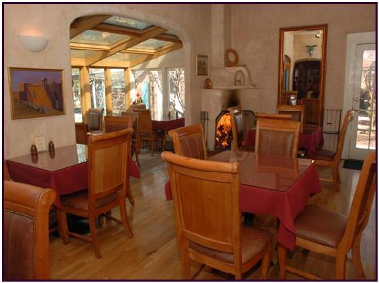 Casas de Suenos Old Town Historic Inn: Breakfast Room with Fireplace