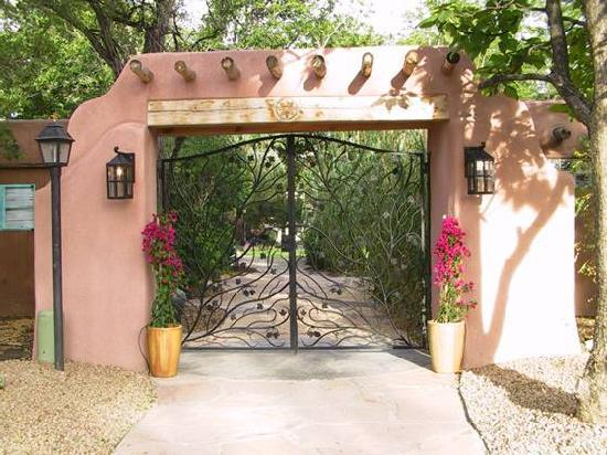 Casas de Suenos Old Town Historic Inn: Wedding Gates