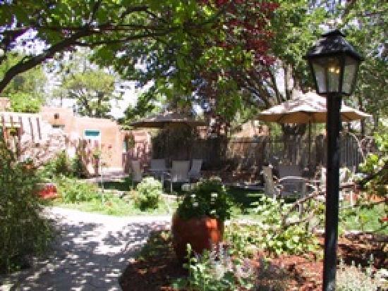 Casas de Suenos Old Town Historic Inn: Gardens