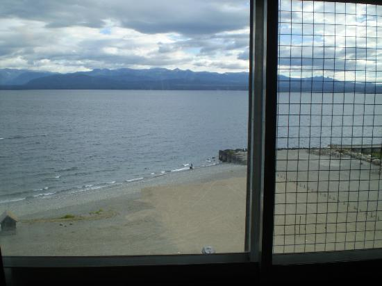 El Candil Hotel: Vista desde la habitacion al N. Huapi.