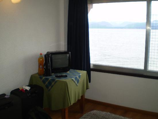 Hotel Espejo del Lago: TV en el cuarto