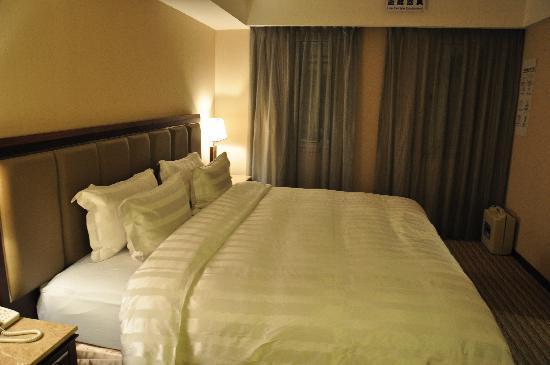 Royal Biz Taipei: The Bed