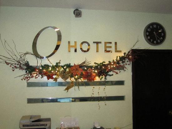 O Hotel: Through the entrance