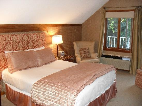 The Copper Beech Inn: Room 216