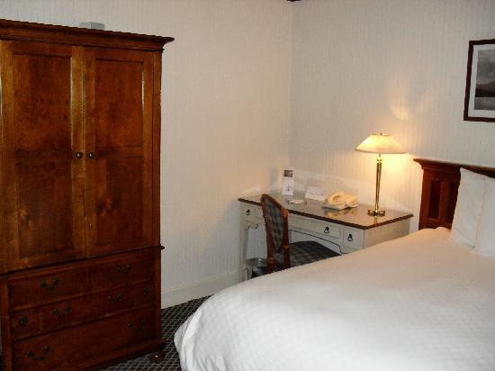 Yachtsman Hotel & Marina Club: Typical room