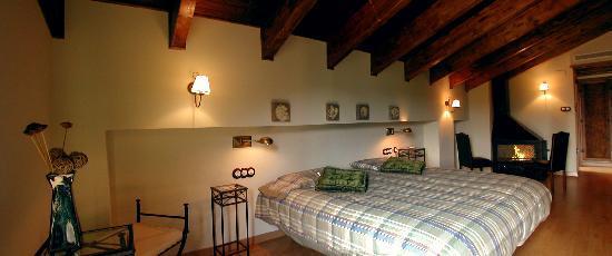 Villanova, Španělsko: Habitacion tipo Suite Arroyos, con chimenea