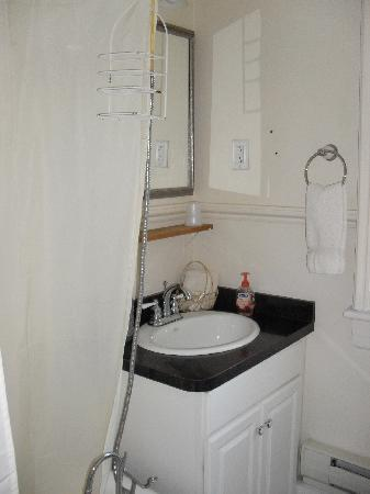 Pittsfield, MA: Bathroom