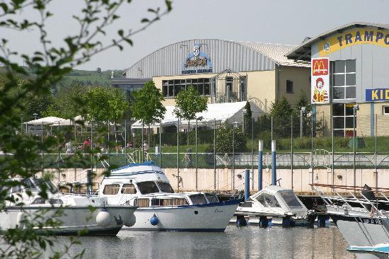 Saarfurst Merziger Brauhaus: Blick auf den Yachthafen