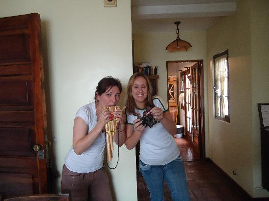 Giorgio's House Buenos Aires: Ana nos ensina de tudo!....até tocar instrumentos!!!!!!!!!....Muito Bom!