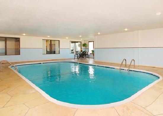 Comfort Suites Hotel - Lansing: Indoor Heated Pool
