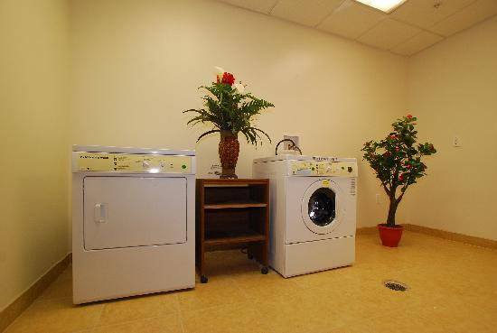Baltimore Plaza Inner Harbor: Guest Laundry Room