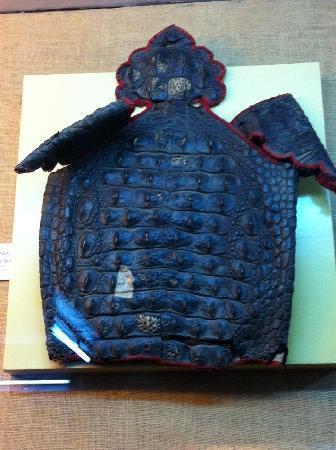 Raja Dinkar Kelkar Museum: Body armor made of alligator skin