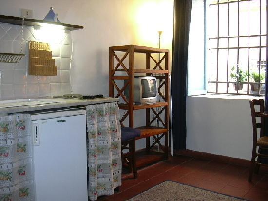 Hello Trastevere : cucina miniappartamento GARDENIA