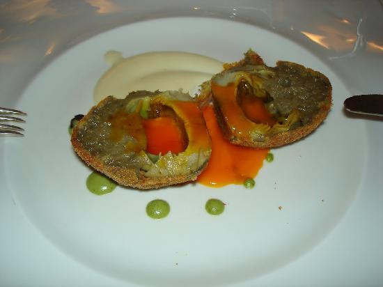 Rivodutri, Italy: L'uovo di carciofo con crema di topinambur al cinar