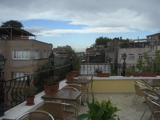 Berce Hotel: Terrasse