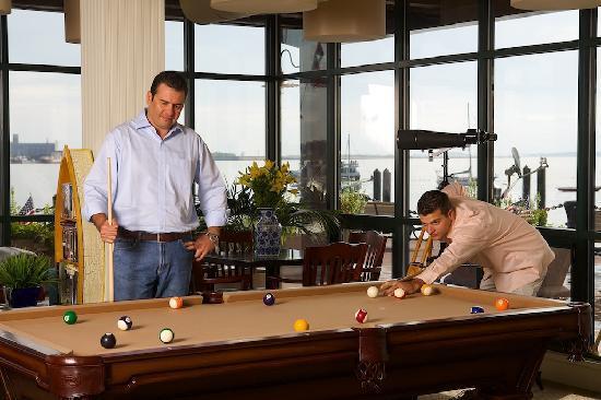 Boston Yacht Haven Inn & Marina: Game Room