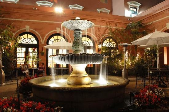 The Mills House Wyndham Grand Hotel: Fountain Courtyard perfect for meals or cocktails