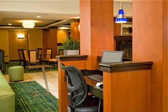 Fairfield Inn & Suites Hartford Airport: Business Center