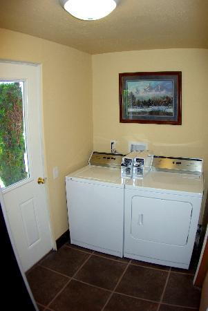 Gateway Inn - Guest Laundry room