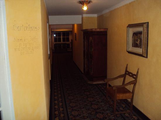 Alpendomizil Neuhaus: hotels coridor
