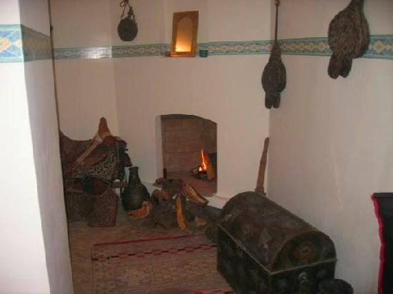 Riad El Ambar : coin de cheminée