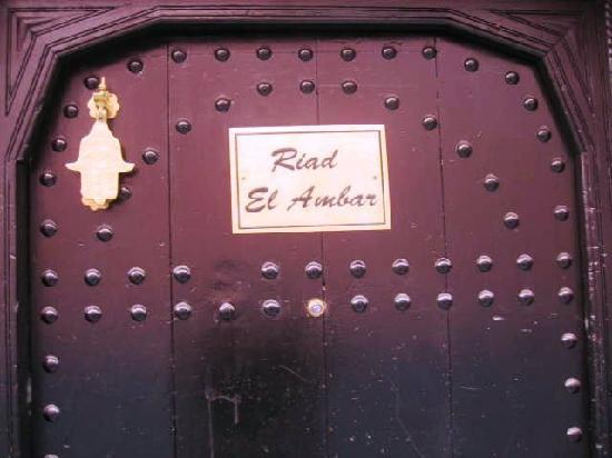 Riad El Ambar : porte du riad