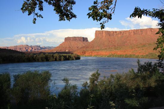 Red Cliffs Lodge : vistas al Colorado y al paisaje, desde la terraza de nuestra habitación ^_^