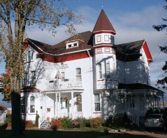 Levis, Canada: maison ancestrale au bord su St-Laurent
