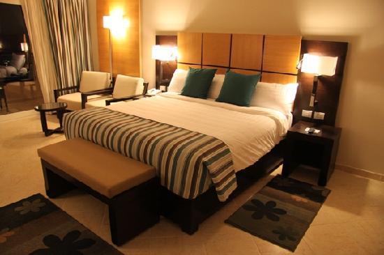 Cleopatra Luxury Resort Sharm El Sheikh: Deluxe Room Bed