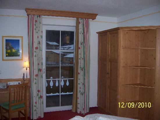 Hotel Bergzeit: Interior view of room