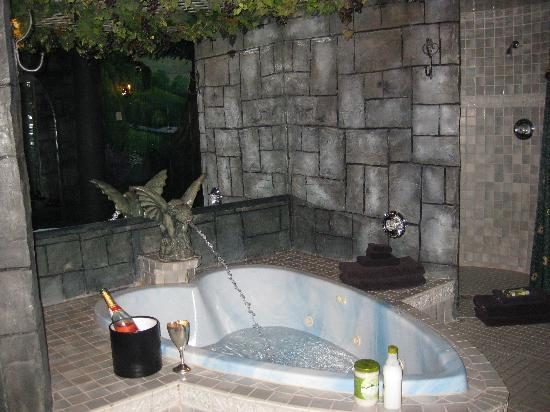 Black Swan Inn Luxurious Theme Suites: Very Romantic and Relaxing