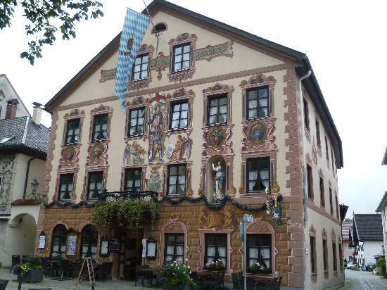 Mercure Hotel Garmisch-Partenkirchen : Pretty downtown buildings