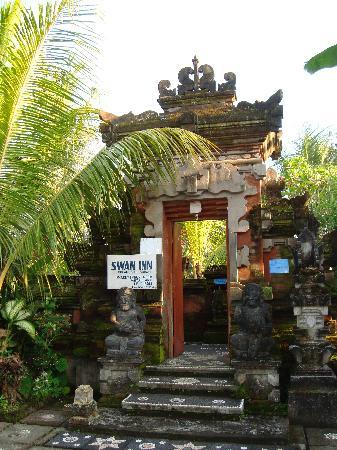 Swan Inn: Entrance
