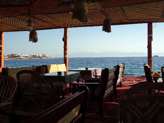 Dahab Plaza Hotel: Sea view from one of the hotel's two nearby restaurants