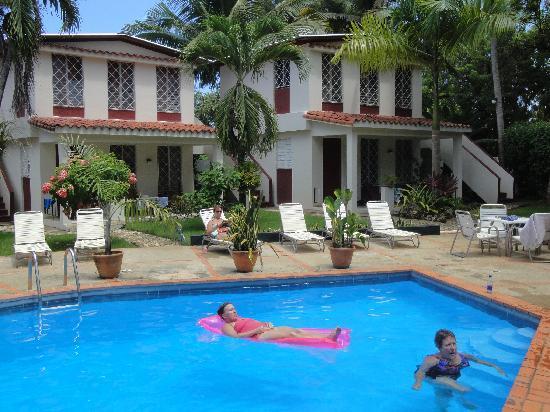 Tropix Hotel: Relaxing in Pool