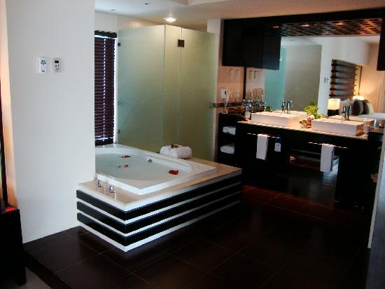 Azul Beach Resort The Fives Playa Del Carmen: Azul Fives Master Suite Bathroom