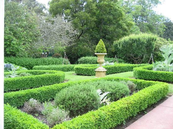 Campaspe Country House: gardens
