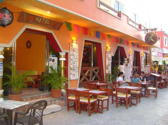 Hotel Bucaneros Suites Entrada Del Y Restaurante