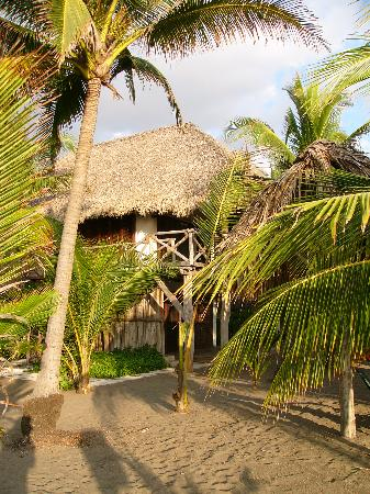 Barra de Santiago, El Salvador: Beautiful bungalows.  Comfortable beds.