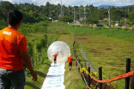 Davao Zorb Park : Down the hill 2