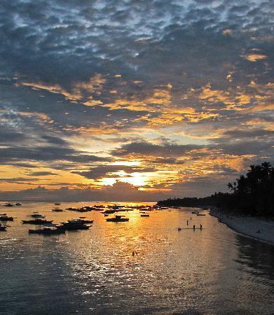 Amorita Resort: SUNSET OVER  ALONA BEACH FROM AMORITA