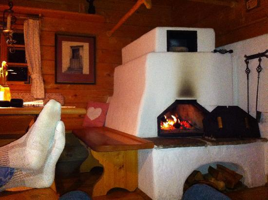 Das Almdorf - World Peace Eco Resort: Toasty Feet!