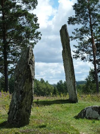 """Fargelanda, Suecia: """"Hinkelsteine"""" über dem Valbotal"""