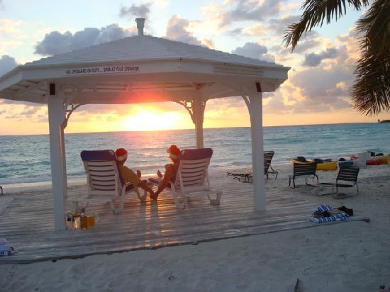 Cape Santa Maria Beach Resort & Villas: Gazebo sunset