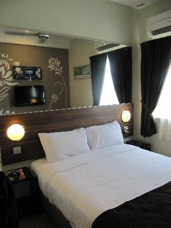 Tune Hotel Danga Bay : Double bed room-Cozy too with no aircond